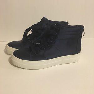 NWOT Steve Madden Golly Women's Sneaker Navy Satin
